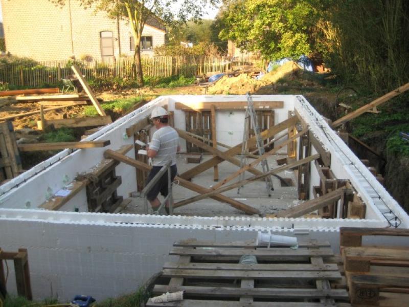 Polystyreen blokken muur zwembad rom trap - Muur zwembad ...